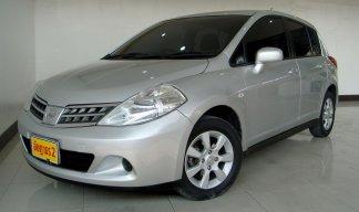 2009 Nissan Tiida S hatchback