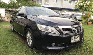 รถเก๋ง 4 ประตู Toyota Camry ปี 2012