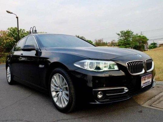 2014 BMW 528i Luxury sedan