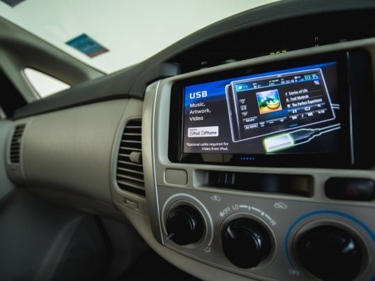 2012 Toyota Innova G van -7