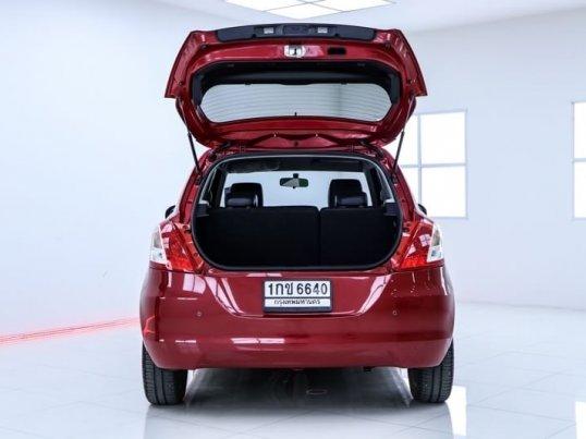 2012 Suzuki Swift GLX hatchback -6