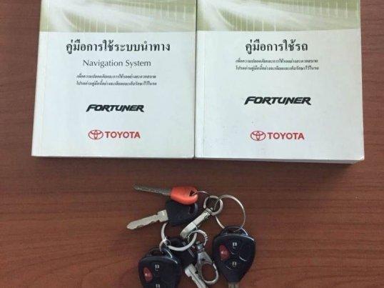 2012 Toyota Fortuner V 4WD suv -19