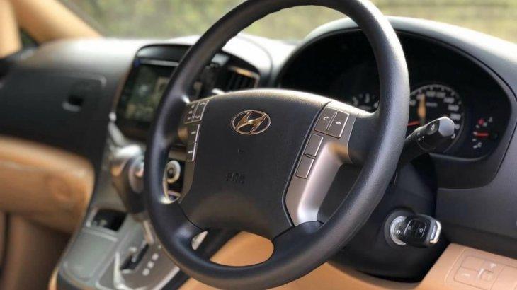 Hyundai H1สีเทา Elite2019 วิ่ง 44,xxx km. ไม่มีชน รถสวยเดิม.