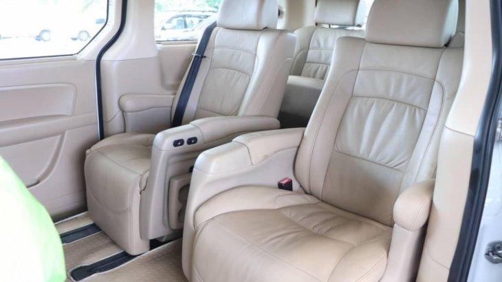 HYUNDAI H-1 2.5 GRAND STAREX VIP 7 ที่นั่ง AT 2011สีขาว  ตลาดรถรถมือสอง .